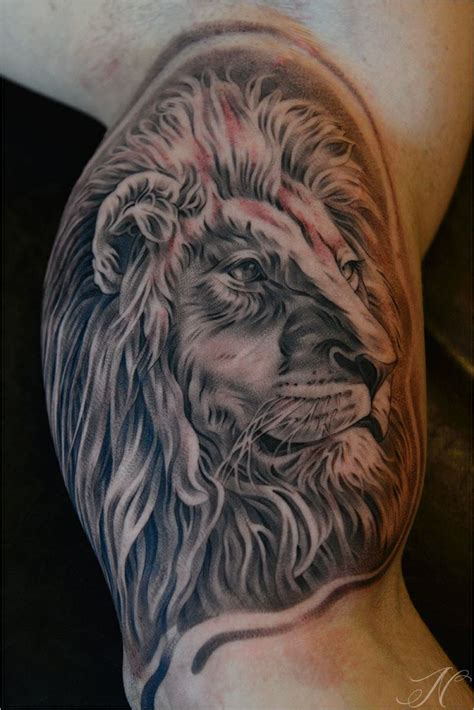 lion tattoo by noah noah minuskin amazing tattoos