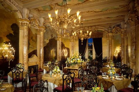 white house gold room four poster bed in gold inside donald s garish 58 bedroom winter white house