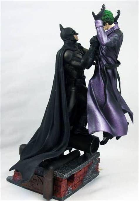 Batman Vs Joker Statue purearts batman arkham origins batman holding the