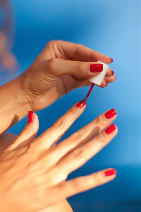 what color nail polish does lisa robertson wear 5 ways your nail polish habit is ruining your nails
