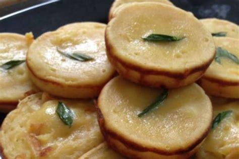 membuat kue lumpur kukus resep kue lumpur kentang pandan istimewa dan cara bikin