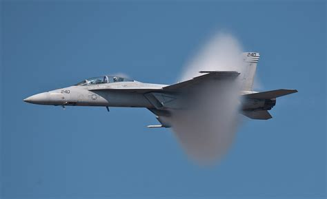 legacy hornets boeing s f a 18 a d hornets of the usn and usmc legends of warfare aviation books f a 18e f hornet edge