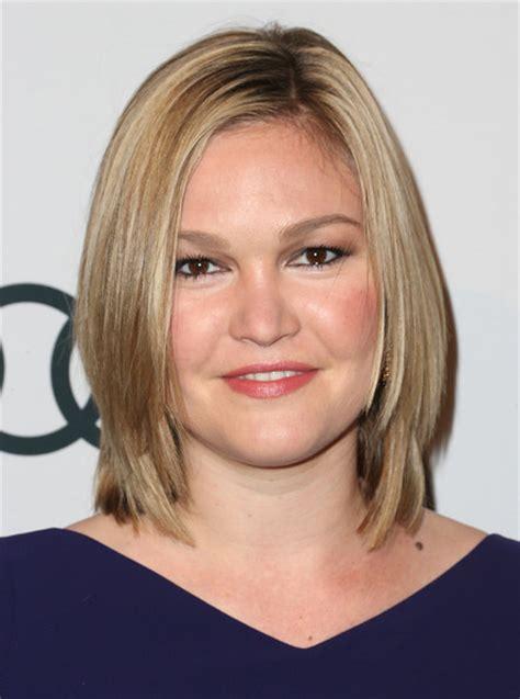 hollywood actresses medium lenght hairstyles julia stiles medium layered cut shoulder length