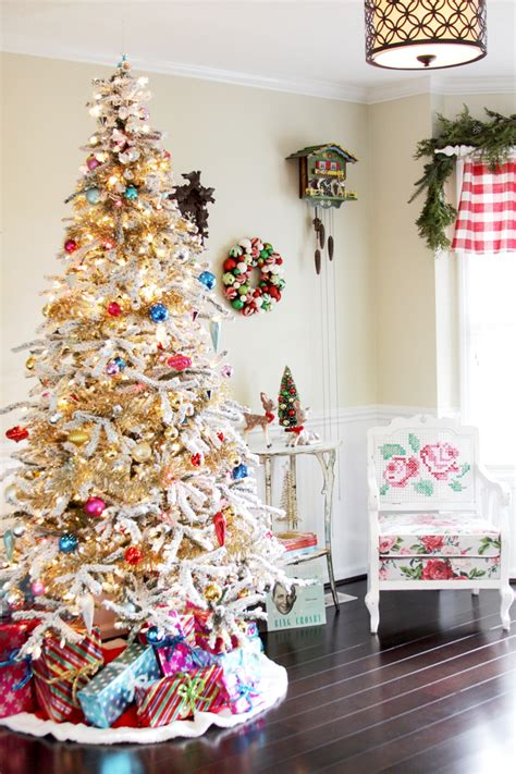 christmas tree decorating vintage style thrifty traditional style christmas tree and mantel