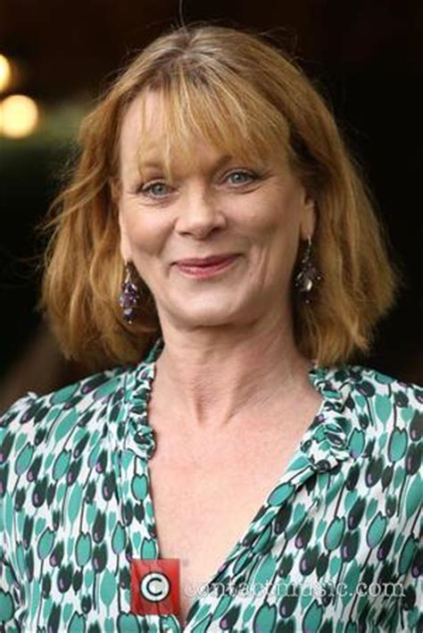 samantha bond pictures photo gallery page  contactmusiccom