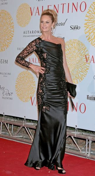 Valentinos 45th Anniversary Gala Carpet by Macpherson Photos Photos Valentino 45th Anniversary