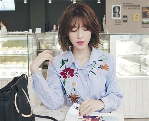 Baju Atasan Kemeja Kerja Blouse Wanita Korea Import Merah Hitam Putih jual baju atasan kerja kemeja biru garis bordir blouse wanita korea import amelie butik