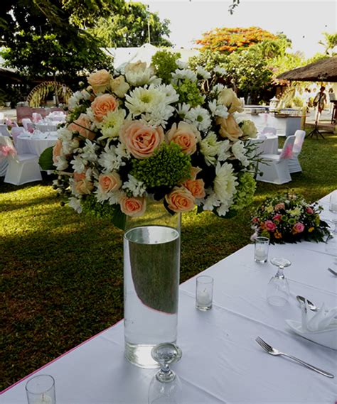 Glass Flower Vases Centerpieces by Mix Flower Centerpiece In Glass Vases Bali Vintage Florist