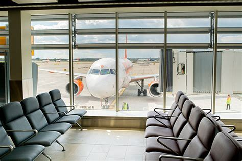 day rooms gatwick airport uk government supports heathrow s third runway travel retail business