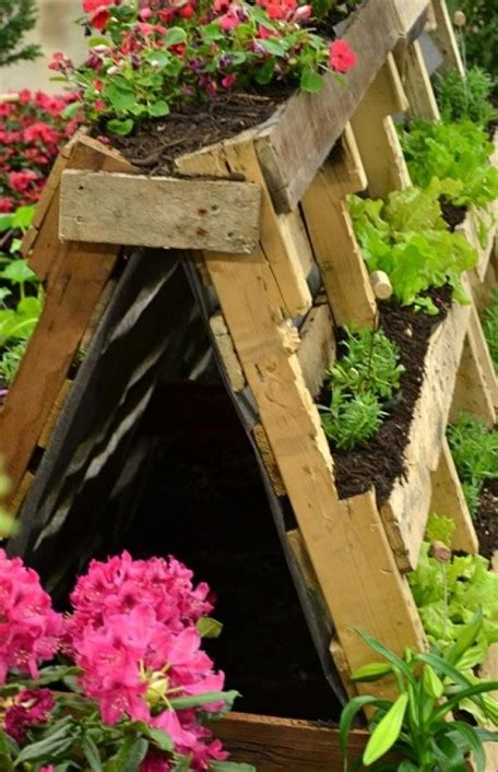 Recycled Planters For The Garden by 22 Diy Recycled Planter Boxes Step By Step Ideas