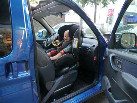 Kinder Auto Vorne Sitzen österreich by Reboarder Auf Dem Beifahrersitz Klar Das Geht Die