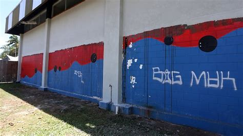 spray painter cairns teams target graffiti around cairns but you can help by