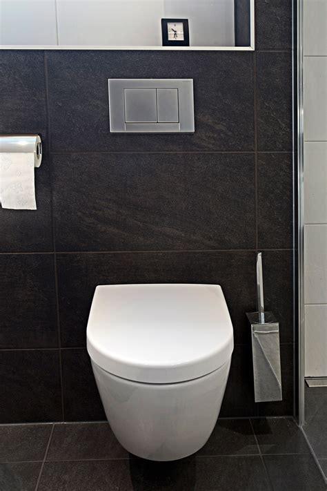 toilet met gekleurde tegel compact en modern de jong sanitair