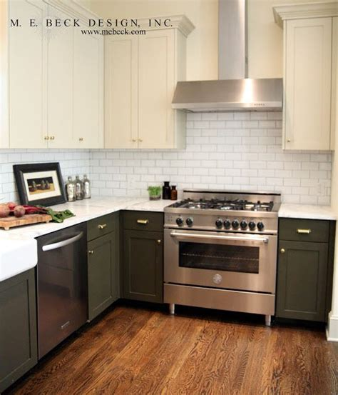 Bottom Kitchen Cabinets by I Like The Mix Of Cabinet Color Bottom Light Top
