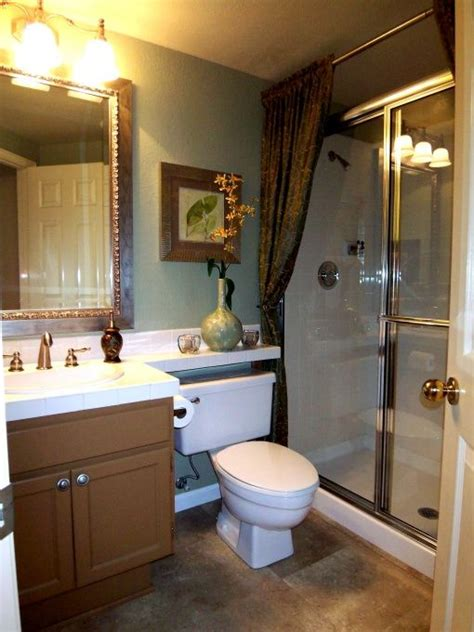 Simple Small Bathroom Makeovers by 17 Best Ideas About Sliding Shower Doors On