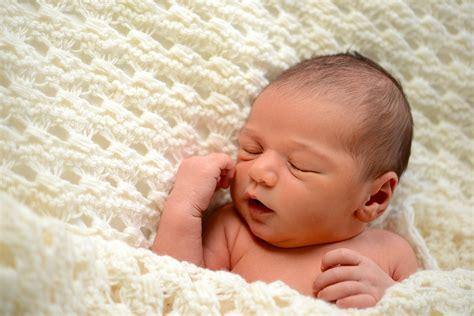 wann kann mein baby was was kann mein baby wann die entwicklung in den ersten 3