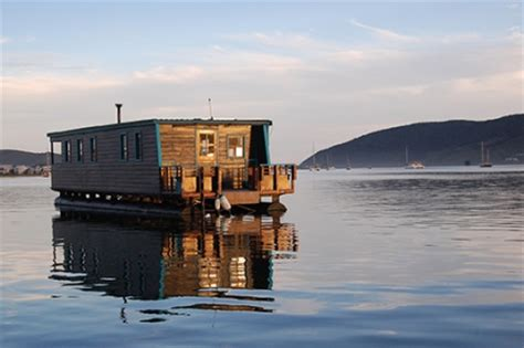 house boat knysna houseboat on the knysna lagoon myrtle garden route holiday accommodation
