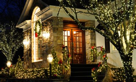 decorazioni natalizie giardino come decorare il giardino per natale leitv