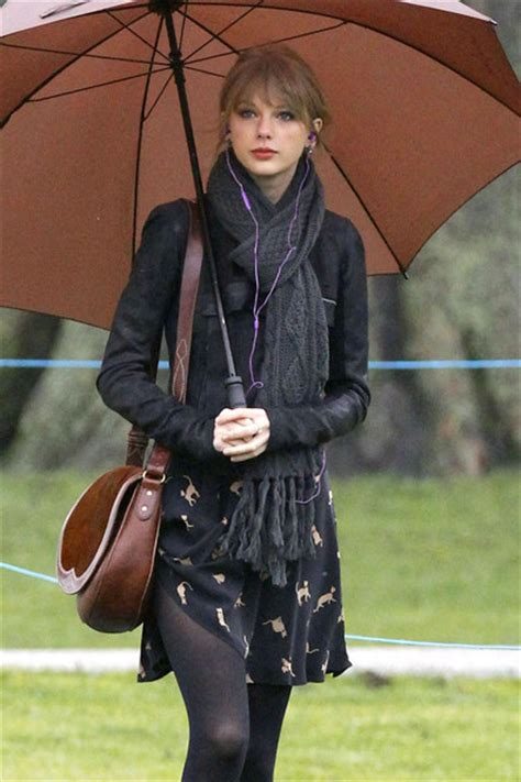 taylor swift style hyde park taylor swift visits hyde park in london 2 zimbio