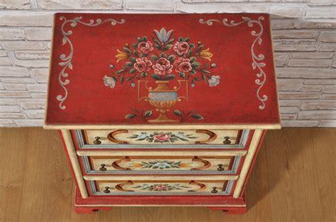 mobili decorati con fiori mobiletto comodino dipinto a mano e riproducibile su