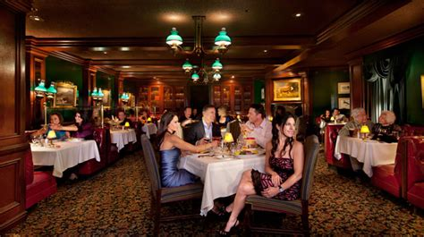 ten las vegas restaurants where you can dine school