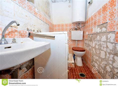 paint peeling in bathroom bathroom paint flaking 28 images bathroom peeling