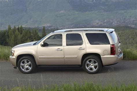 chevy tahoe vs ford expedition 2007 2014 chevrolet tahoe vs 2007 2014 ford expedition
