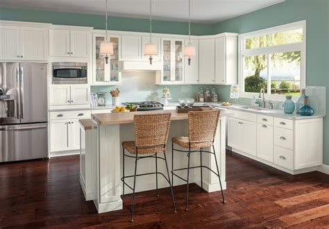 american woodmark kitchen cabinets coastal casual shorebrook maple linen