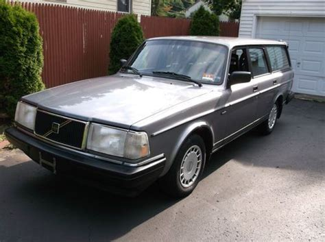 sell   volvo  dl automatic station wagon mint condition privet party sale