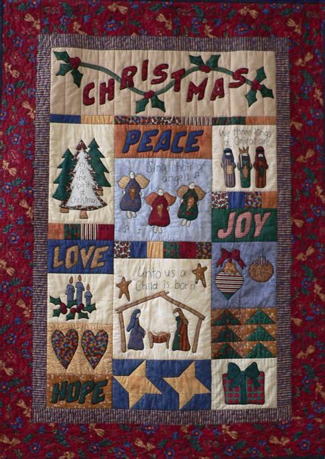 christmas patterns patchwork 40 mind blowing christmas quilts to own all about christmas