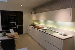 arbeitsplatte küche schwarz k 252 che k 252 che wei 223 mit schwarzer arbeitsplatte k 252 che wei 223