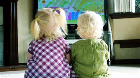 membuat anak gemuk gawat satu jam saja nonton televisi bikin anak gemuk
