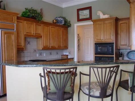 sherwin williams svelte with oak cabinets kitchen kitchen colors cabinets