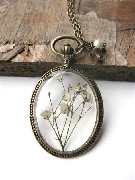 how to make pressed flower resin jewelry white baby breath resin necklace real flowers in resin in
