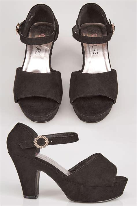 country comfort chords czarne buty na obcasie z odkrytymi palcami i klamrą
