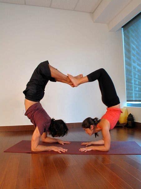 imagenes de yoga en pareja faciles aeroyoga en pareja aero yoga pinterest yoga