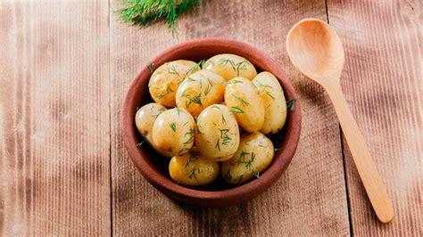 cocina patatas cuatro formas sencillas y r 225 pidas de cocinar patatas flota