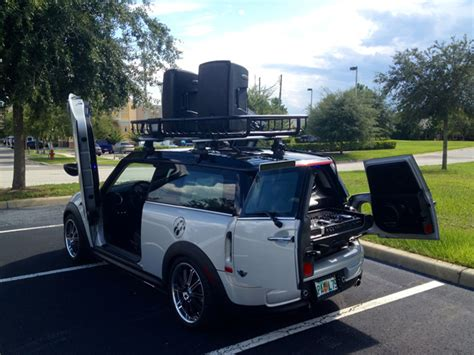 Clubman Roof Rack by Mini Clubman Outfitted With Thule Moab For Mix On Wheels