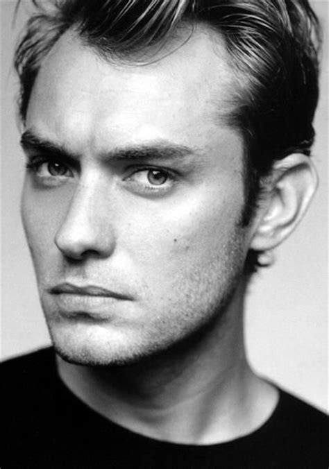 strong jawline haircuts men jude law feminine male face strong jawline fuller