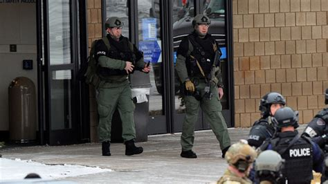 crude explosive device found at crude explosives found on maryland mall gunman