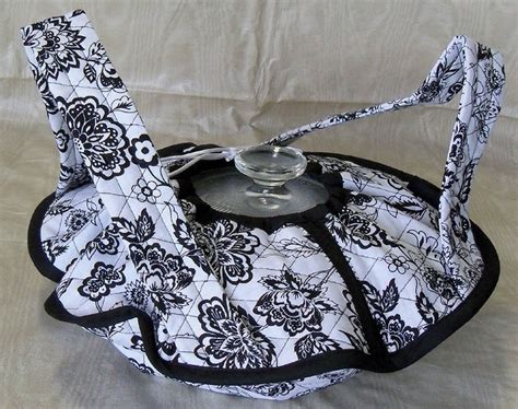 free pattern quilted casserole carrier quilted small casserole carrier black and white floral