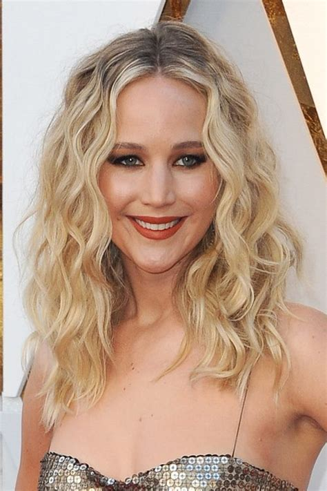 jennifer lawrence hair colors for two toned pixie jennifer lawrence wavy honey blonde barrel curls dark