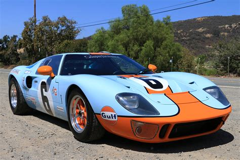 gulf gt40 at speed with the superformance mk1 gulf gt40turnology