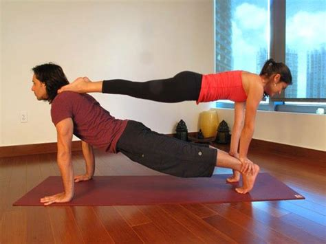 Imagenes De Yoga En Pareja Faciles | yoga en pareja una terapia 237 ntima y sana lifestyle miami