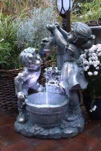 springbrunnen mit beleuchtung springbrunnen gartenbrunnen wasserspiel mit beleuchtung