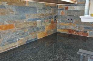 this slate tile backsplash looks awesome conjunction with the rustic mosaic kitchen from