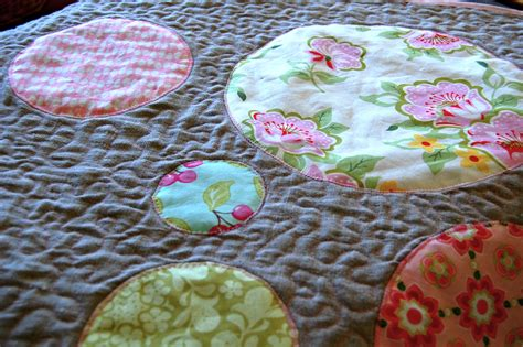 quilting circles tutorial comfort and joy circle quilt tutorial blooming poppies
