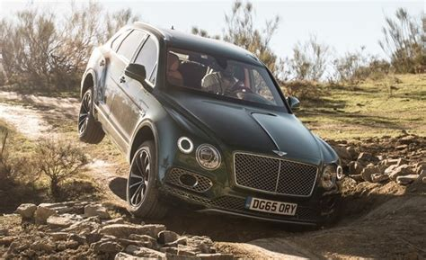 bentley supercar 2017 2017 bentley bentayga drive review car and driver