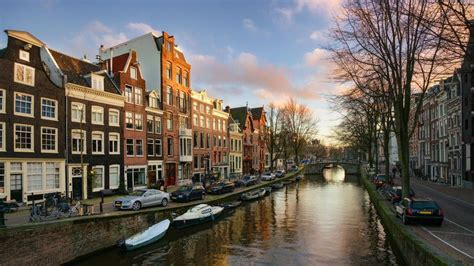 airbnb amsterdam airbnb signs deal to collect tourist taxes in amsterdam