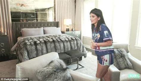 kylie jenner bedroom kylie jenners gives fans an intimate tour of her bedroom
